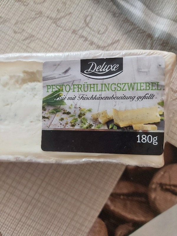 Brie mit Frischkäsezubereitung gefüllt Pesto-Frühlingszwiebeln von heiwo | Hochgeladen von: heiwo