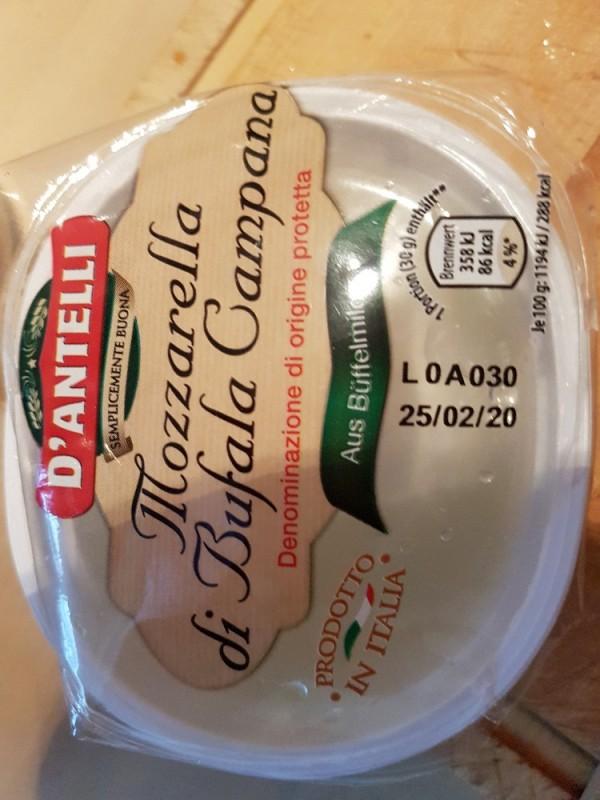 Mozzarella di Bufala Campana, Aus Büffelmilch von wbkk   Hochgeladen von: wbkk