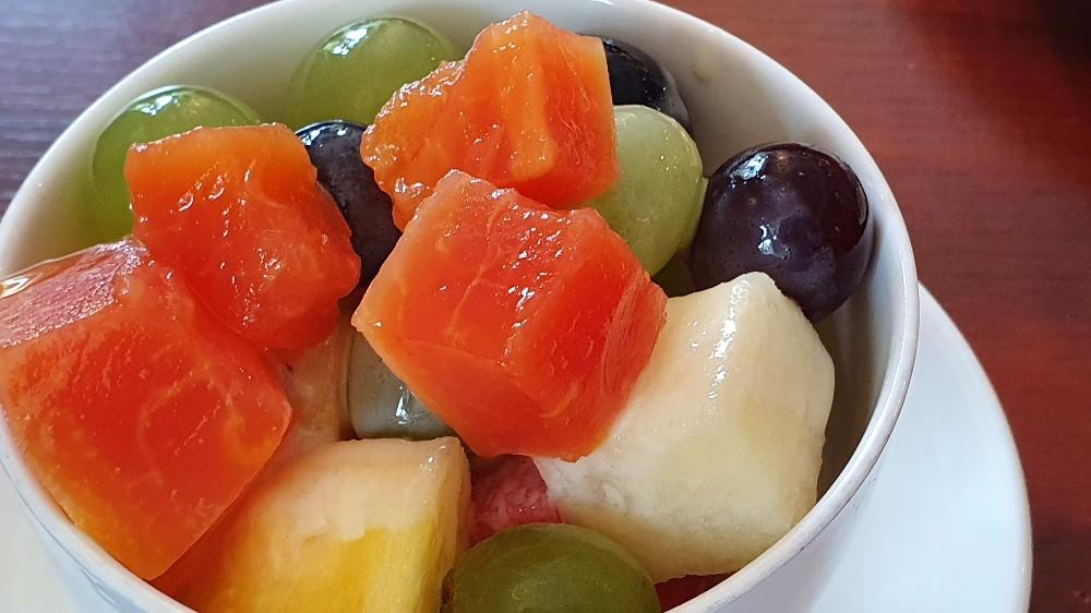 Bunter Obstsalat, Ananas,Mango,Papaja,Weintrauben,Melone von Nini53   Hochgeladen von: Nini53