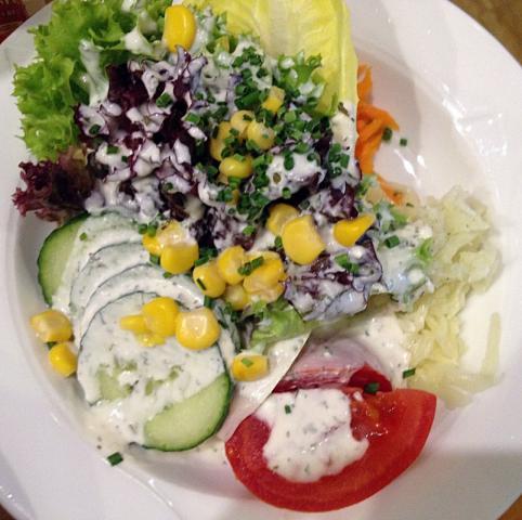 Fotos Und Bilder Von Salat Gemischter Salat Mit Dressing Selbst