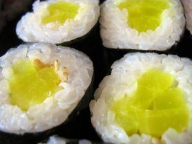 delikatne kolory wiele modnych spotykać się Kalorien für Oshinko-Maki Sushi, eingelegter Rettich (Neue ...