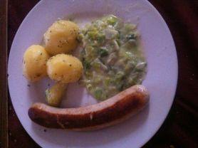 Bratwurst mit Rahmporree und Kartoffeln | Hochgeladen von: Krawalla1