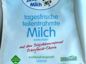 tagesfrische teilentrahmte Milch, traditionell hergestellt,  | Hochgeladen von: Sinclair