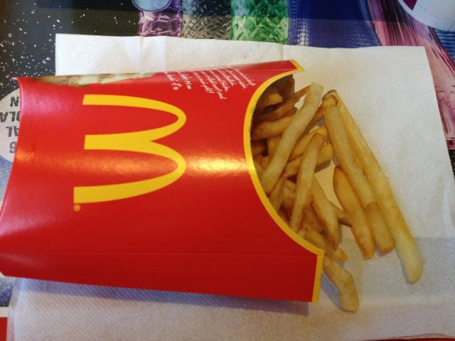 McDonalds große Pommes   Hochgeladen von: Chivana