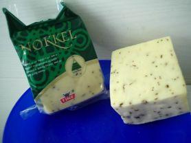 Norwegischer Käse mit Kümmel und Kräutern, Käse mit Kräuterg | Hochgeladen von: Connymaxi
