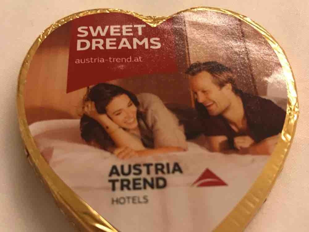 sweet dreams , feinste vollmilch-schokolade  gefüllt mit haseln von pizpaz   Hochgeladen von: pizpaz