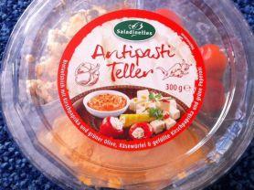 Antipasti Teller, Brotaufstrich mit Kirschpaprika, Käsewürfe | Hochgeladen von: kovi