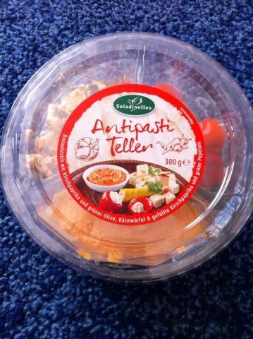 Antipasti Teller, Brotaufstrich mit Kirschpaprika, Käsewürfe   Hochgeladen von: kovi
