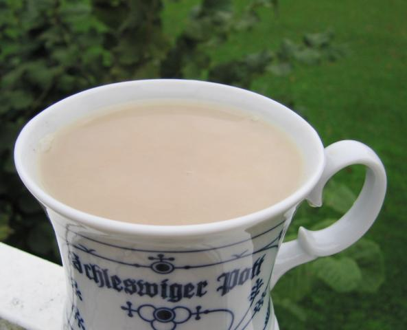 schwarzer Tee mit Milch | Hochgeladen von: Heidi
