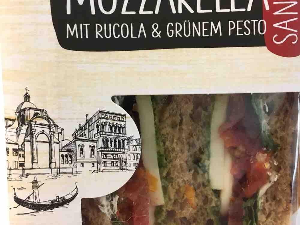 Sandwich Tomate Mozzarella , Mit Rucola und grünem Pesto  von wagner.patrick   Hochgeladen von: wagner.patrick