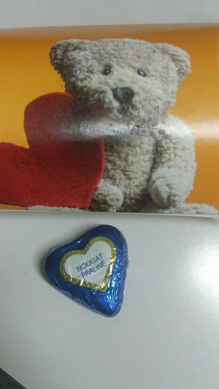 Nugat Pralinen Herzen, in Vollmilchschokolade und Dekor aus weißer Scho von fitnessgirllena   Hochgeladen von: fitnessgirllena