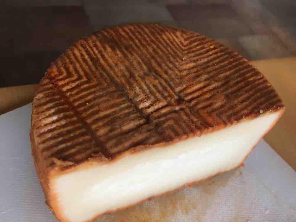 Hartkäse aus Ziegenmilch, Vollfettstufe, mit Paprika-Rinde von CDD | Hochgeladen von: CDD