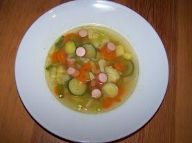 gemüsesuppe, was da ist... mit wienerle   Hochgeladen von: tina a