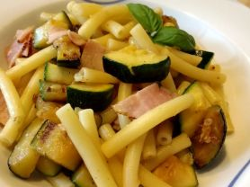Zucchini Nudel Pfanne | Hochgeladen von: die amethode