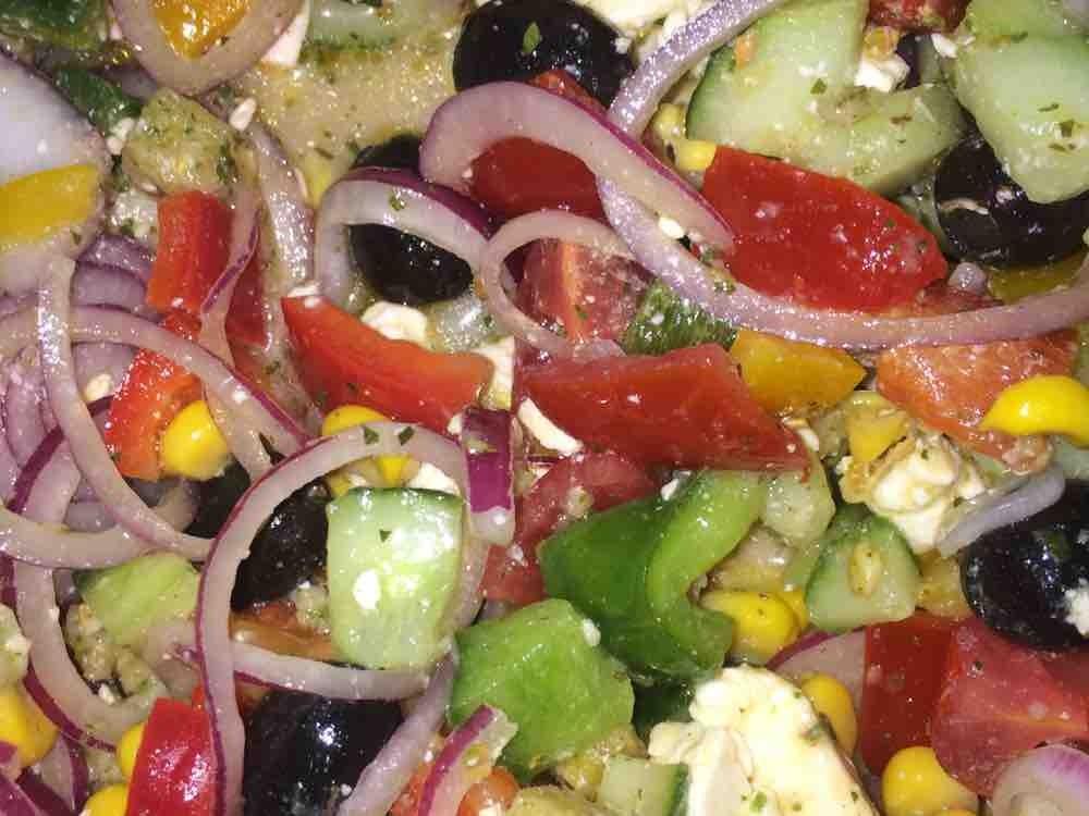 Griechischer Salat, mit Feta und grünen Oliven von heftig670 | Hochgeladen von: heftig670