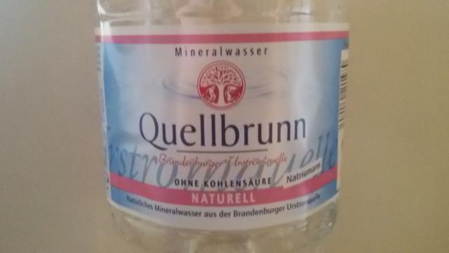 fotos und bilder von mineralwasser mineralwasser quellbrunn still aldi s d fddb. Black Bedroom Furniture Sets. Home Design Ideas
