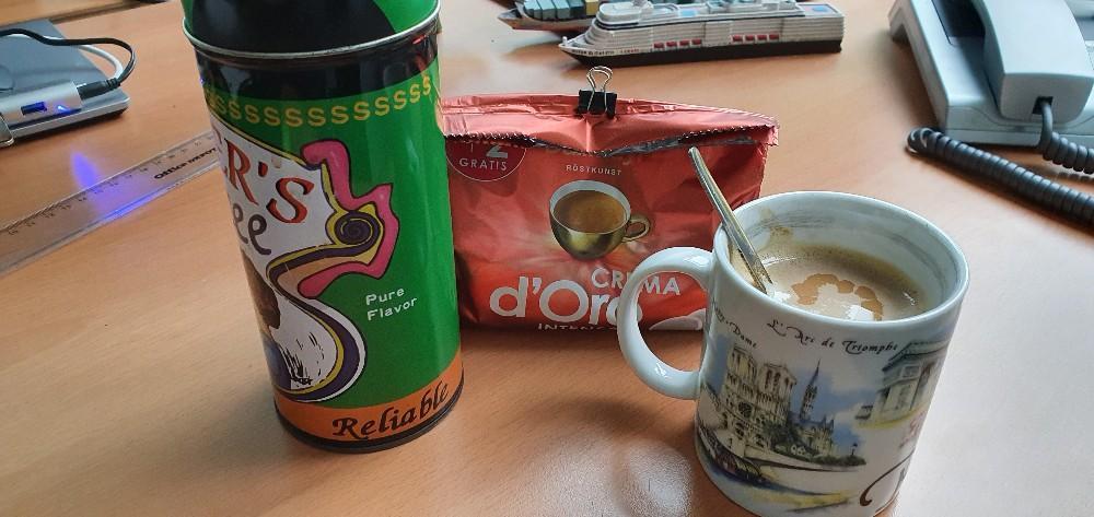 Becher Kaffee, mit Kondensmilch und 1 Würfel Zucker von thor040175 | Hochgeladen von: thor040175