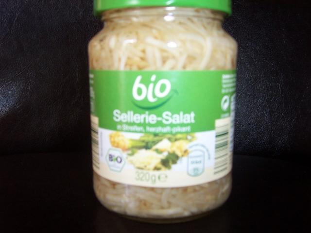 Bio Sellerie-Salat, in Streifen, herzhaft-pikant | Hochgeladen von: Nudelpeterle 12.07.10    63 kg