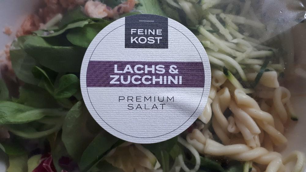 Salatmischung, mit Lachs und Zucchini auf Nudeln von 15678911324782 | Hochgeladen von: 15678911324782